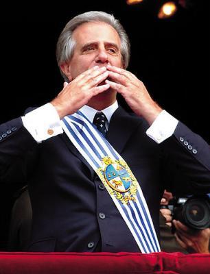 """Uruguay: analistas políticos dicen que primer gobierno de izquierda culmina con """"más luces que sombras"""""""
