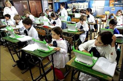 """Periodista y escritora española califica de prodigio """"lo que los uruguayos llaman Plan Ceibal"""""""