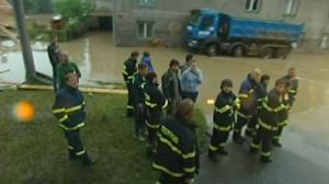 Inundaciones atrapan a cientos de personas en Escocia
