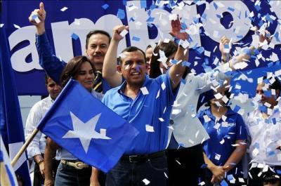 """Honduras: el """"tercer"""" presidente pide unidad nacional"""