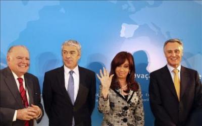 """La Cumbre Iberoamericana condena el golpe en Honduras, pide restitución de Zelaya pero no sabe qué hacer con las elecciones que entronó al """"karateca"""""""