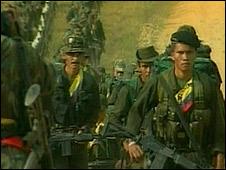 """Las dos guerrillas de Colombia se unen """"contra Uribe"""""""