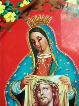 "Argentina: Cientos de fieles visitan casa para ver imagen de virgen que ""llora sangre"""