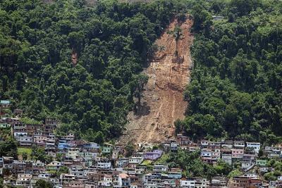 El gobernador de Río pide que los turistas abandonen Ilha Grande