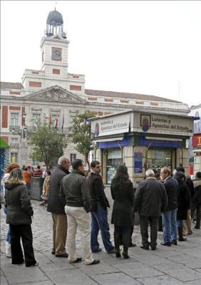 """El número 58.588, primer premio del sorteo de """"El Niño"""" en Madrid"""