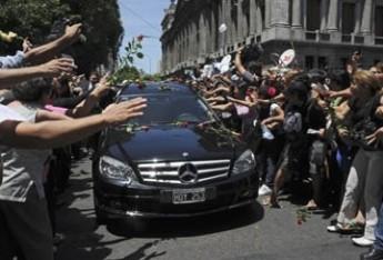 Multitudinario y emocionante adiós a Sandro