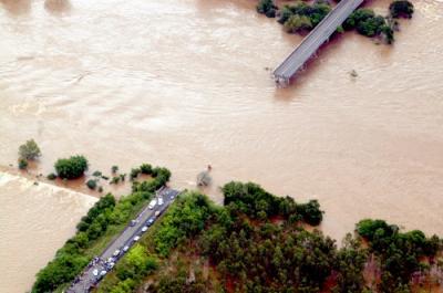 Un puente se parte al medio en Brasil y hay 17 personas desaparecidas