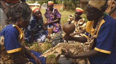 Brujos revelan sacrificio de niños en Uganda