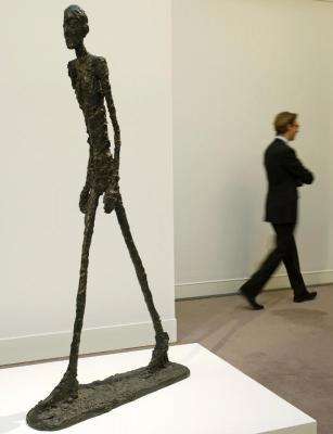 'El hombre que camina', la obra más cara subastada de la historia