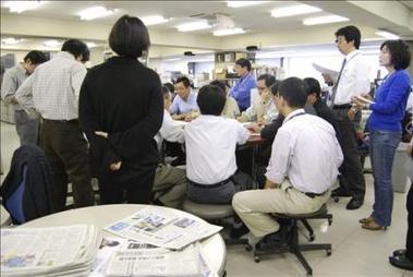 Los diarios en Japón, viejos gigantes en busca de lectores jóvenes