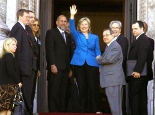 Agencia pública informa de un posible encuentro entre Correa y Clinton en Uruguay