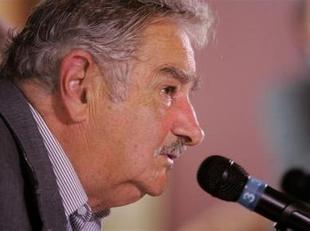 Mujica retira el plan para conceder arresto domiciliario a represores