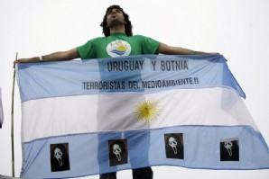 """Piqueteros de Gualeguaychú califican de """"corrupto"""" al gobierno uruguayo"""