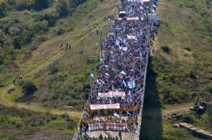 """A la presidenta argentina """"no sea servil""""; al uruguayo """"hágase cargo y pida perdón"""""""
