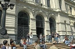 """""""La Universidad Pública de Uruguay es un Parlamento, donde todos hablan pero nadie hace; las empresas toman estudiantes de las  privadas"""""""
