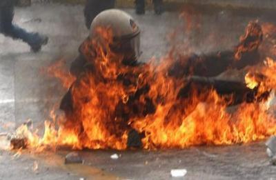 Atenas arde de nuevo: 3 muertos en incendio de un edificio provocado por manifestantes