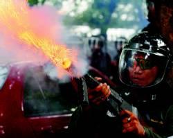 Fuerzas tailandesas abren fuego contra manifestantes