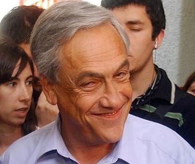 Piñera se disfraza y hace de guía en Palacio de La Moneda