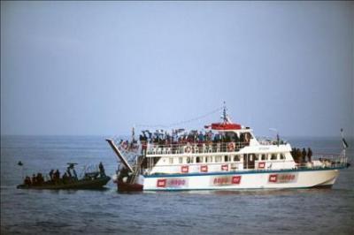 Israel dice que la flotilla buscaba romper el bloqueo y que los activistas atacaron a los soldados