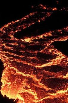 Un río de lava del volcán Pacaya amenaza una población de Guatemala