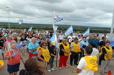 Antes de liberar el puente, gobierno argentino denuncia penalmente a todos los ambientalistas de Gualeguaychú