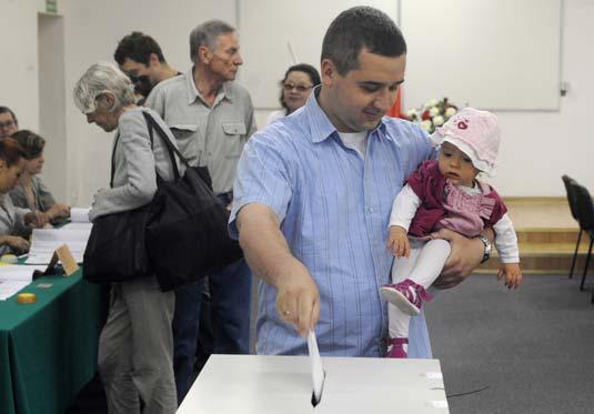 Los polacos acuden masivamente a las urnas