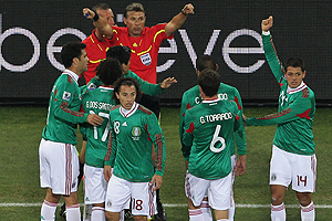 Árbitro italiano que perjudicó a México en el Mundial se retiró de la actividad