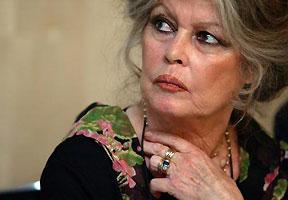 "Pelea de divas: Brigitte Bardot trata de ""maleducada"" a la primera dama de Francia"