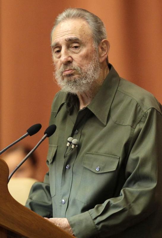 Fidel Castro reaparece en la Asamblea Nacional cuatro años después