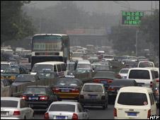 Miles de vehículos atrapados hace 9 días en gigantesco embotellamiento en carretera china
