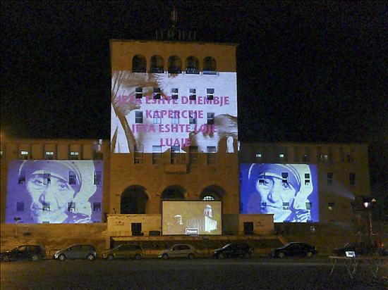 Albania celebra el centenario de la Madre Teresa, su hija más célebre