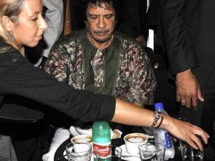 Gadafi dice a 500 jóvenes en Roma que el islám debe convertirse en la religión de Europa
