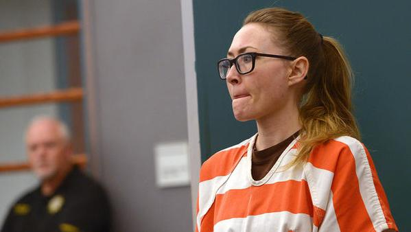 Condenan a 30 años de cárcel a una exprofesora por tener sexo con los alumnos