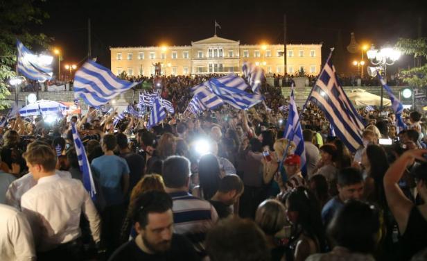 Sindicatos públicos griegos convocan a una huelga en contra del acuerdo