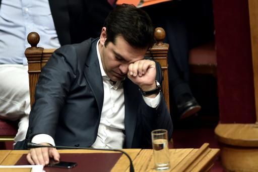 ¡Atrapado! Grecia anuncia cambio de gabinete antes negociaciones para nuevo rescate