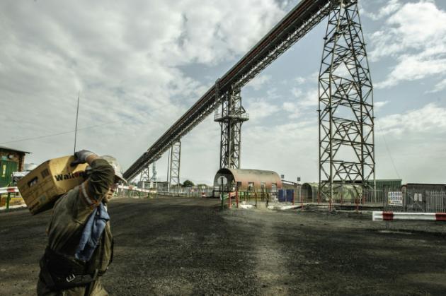 Mineras gigantes anuncian miles de despidos por caída de precios