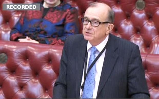 Renuncia legislador de Gran Bretaña por consumir cocaína con prostitutas
