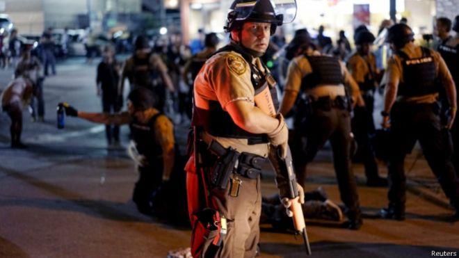 Declararon estado de emergencia en Ferguson en medio de protestas contra la policía