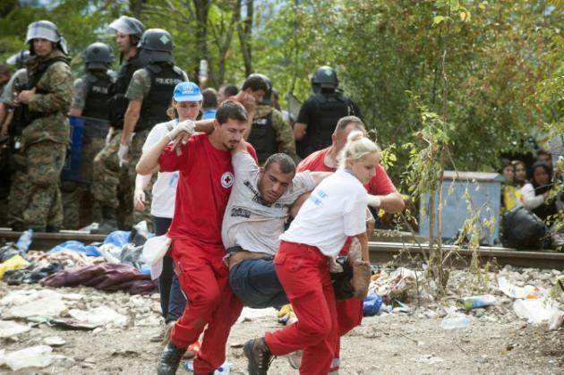 Entran en Macedonia los migrantes bloqueados y otros 2.200 son rescatados