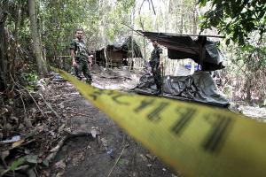 Encuentran en Malasia 19 fosas con los restos de víctimas de trata de personas