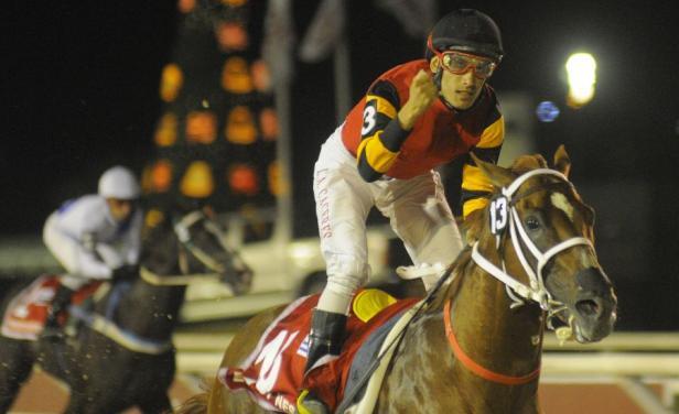 Jockey gana 6 carreras en Maroñas y lo copan en su casa para robarle premios