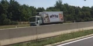 Hallan un camión lleno de inmigrantes muertos en Austria