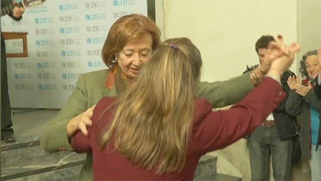 A pesar de ser abucheada ministra Muñoz se puso a bailar en la Biblioteca Nacional