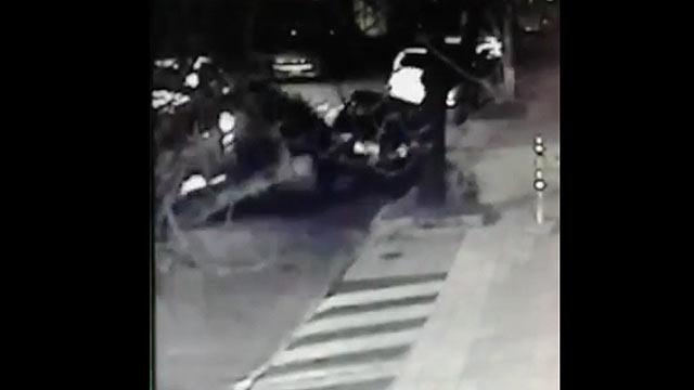Camioneta chocó dos autos y se dio a la fuga en Pocitos