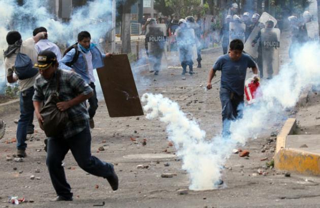 Dos muertos en violentas protestas contra el mayor proyecto minero de Perú