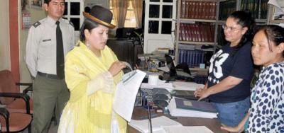 En un Juzgado maltratan a mujer de pollera sin saber que ella era la Ministra de Justicia