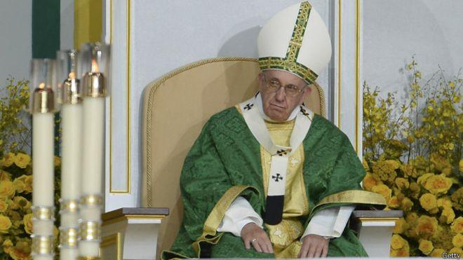 El Vaticano desmiente que el papa Francisco tenga un tumor cerebral benigno
