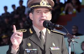 """Jefe del Ejército de Uruguay calificó de """"inaceptable"""" proyecto del Ejecutivo"""
