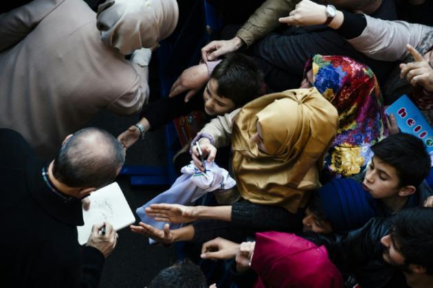 Partido islamoconservador de Erdogan recupera mayoría absoluta en parlamento turco