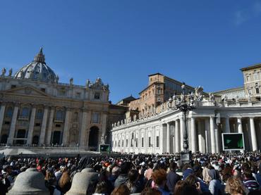 El Vaticano detiene a dos personas por divulgar archivo reservado